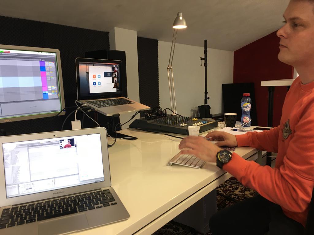 online producer les van joost